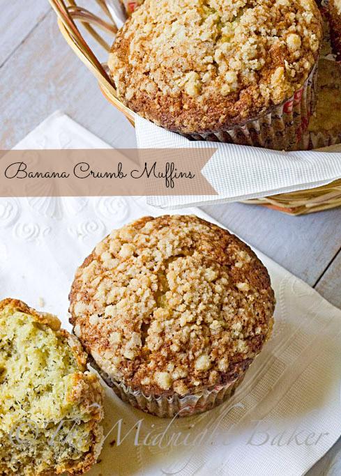 Texas Style Banana Crumb Muffins #muffins #breakfast #bananamuffins