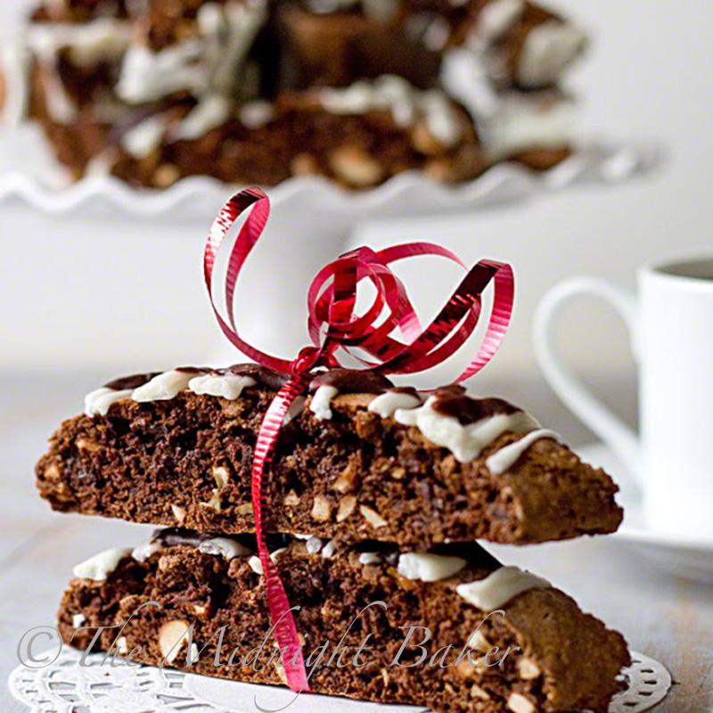 Chocolate Hazelnut Biscotti | bakeatmidnite.com | #biscotti #christmas #cookies