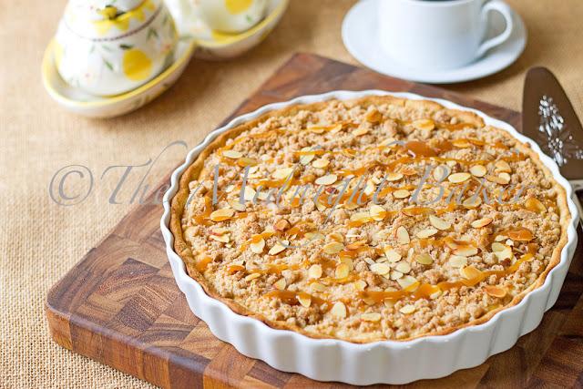 Caramel Apple Cheesecake Tart | bakeatmidnite.com | #cheesecake #appletart