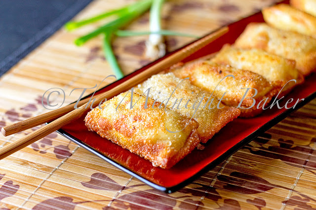 Scallion Cream Cheese Poppers |bakeatmidnite.com | #eggrolls #appetizers #eggrollskins