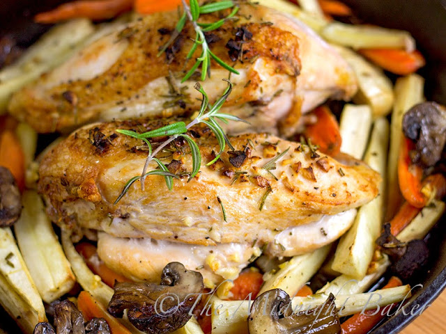 Rosemary Roast Chicken and Vegetables   bakeatmidnite.com   #chicken #30MinuteMeals #RoastVegetables
