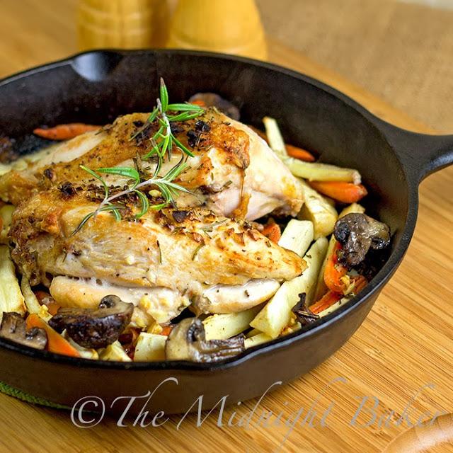 Rosemary Roast Chicken and Vegetables | bakeatmidnite.com | #chicken #30MinuteMeals #RoastVegetables