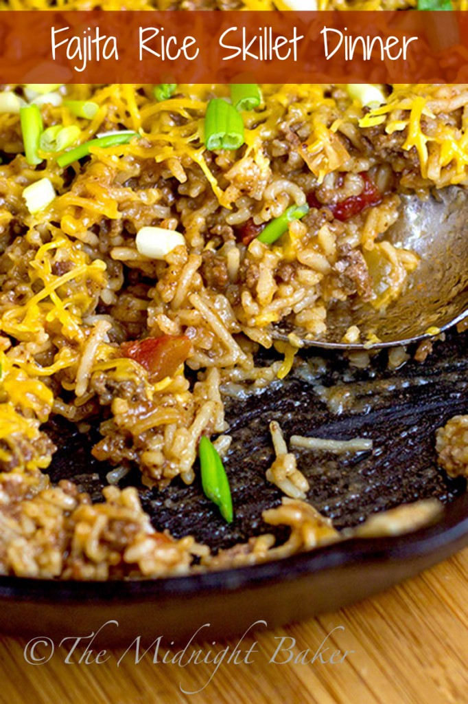 Fajita Rice Skillet Dinner |bakeatmidnite.com | #30MinuteMeals, #FajitaSeasoning #GroundBeef #Rice