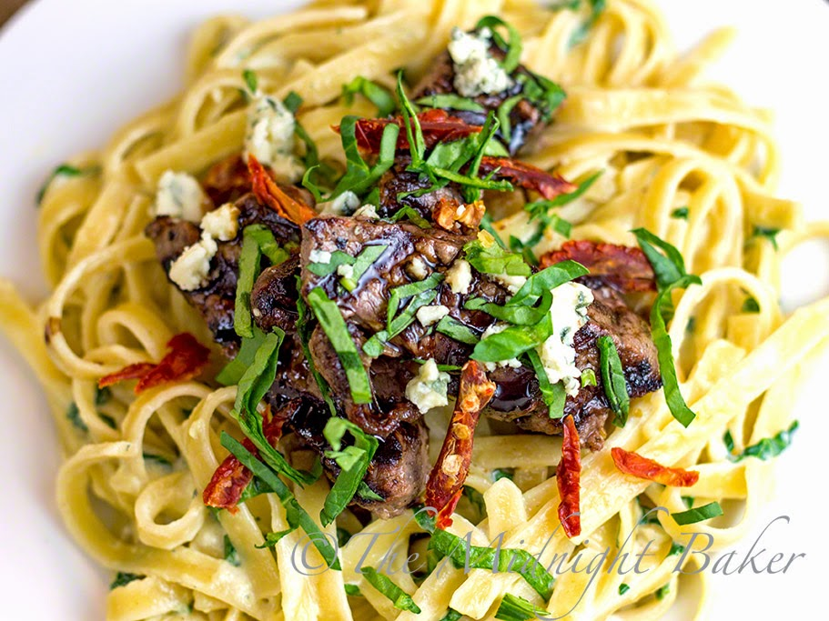 Steak gorgonzola with spinach alfredo the midnight baker for Olive garden steak gorgonzola alfredo