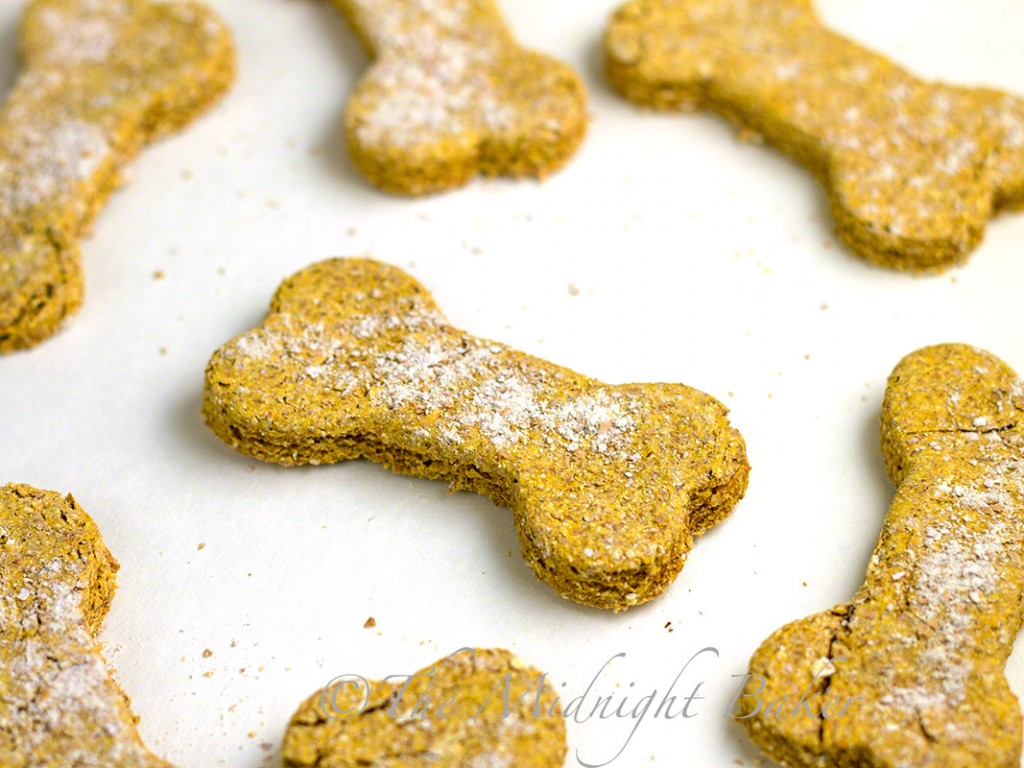 Pumpkin Oat Dog Biscuits | bakeatmidnite.com | #DogBiscuits #HomemadePetTreats #PumpkinDogBiscuits