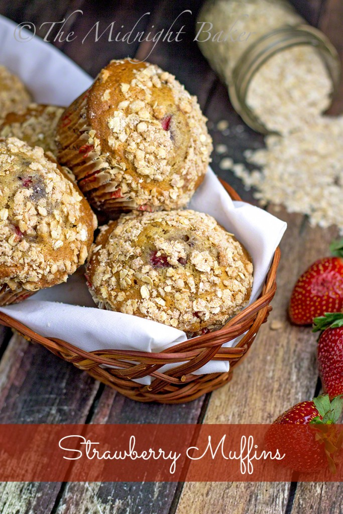 Strawberry Spice Muffins | bakeatmidnite.com | #muffins #strawberries #breakfast