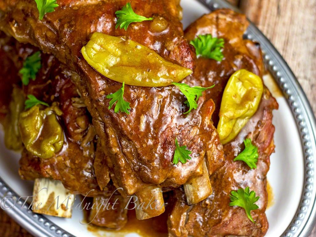 Slow Cooker Mississippi Ribs   bakeatmidnite.com   #mississipibeefroast #porkribs #jackdaniels #slowcooker #crockpot