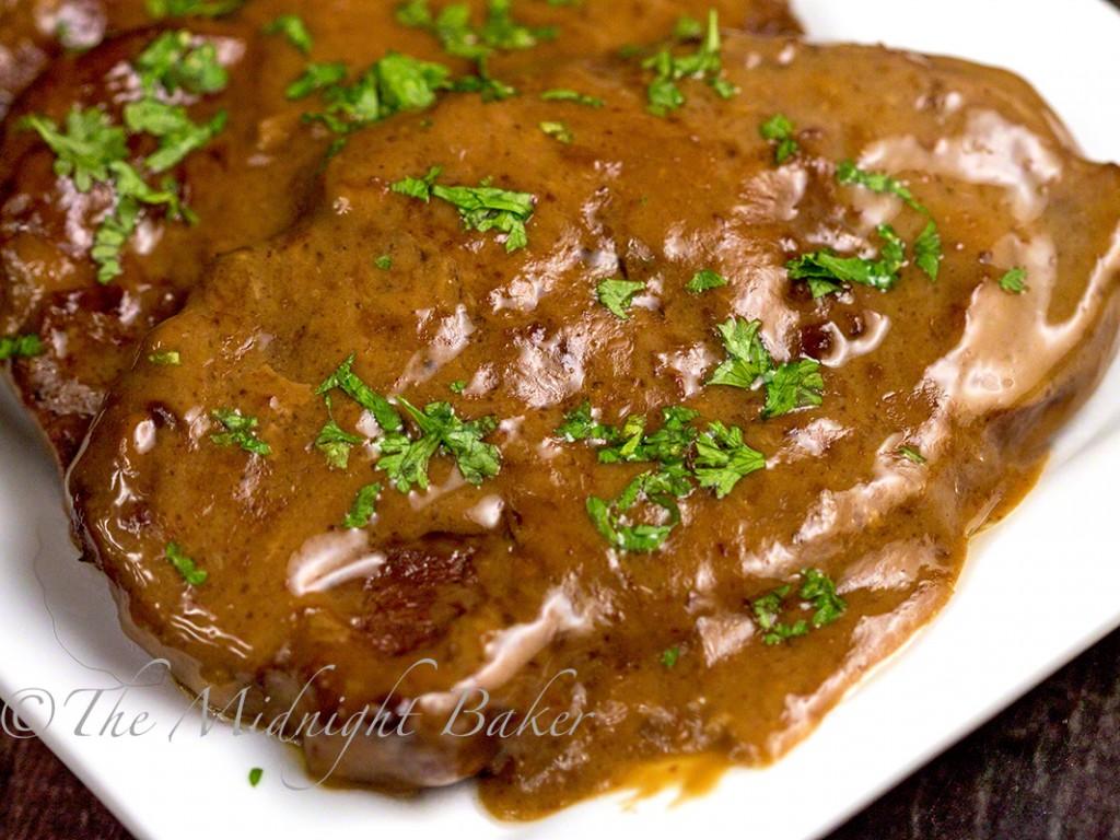 Slow Cooker Braised Steak   bakeatmidnite.com   #slowcooker #crockpot #beef #stew