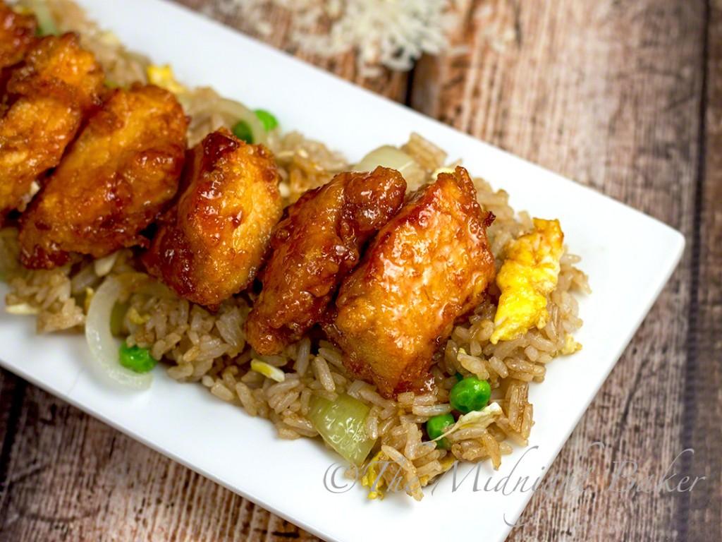 Tangy Sweet & Sour Chicken | bakeatmidnite.com | #chicken #asian #sriracha