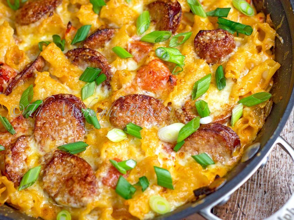 Creamy Mexican Pasta & Smoked Sausage | bakeatmidnite.com | #pasta #mexican #smokedsausage #skilletdinners