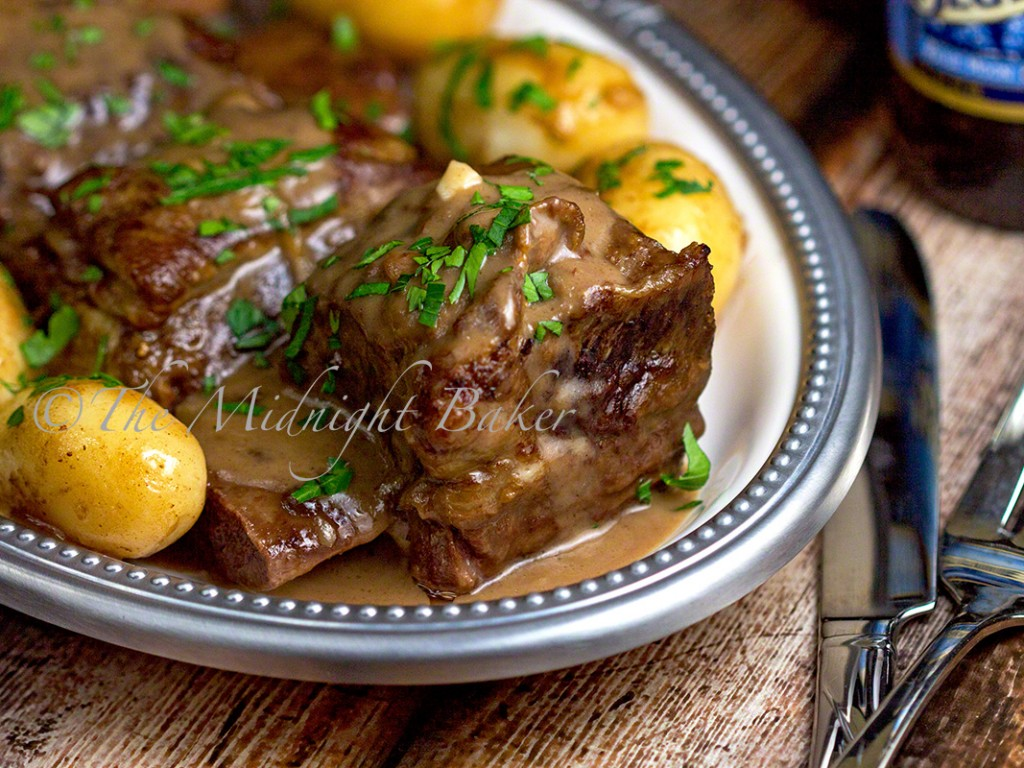 Slow Cooker Cream & Ale Short Ribs | bakeatmidnite.com | #shortribs #beef #crockpot #slowcooker