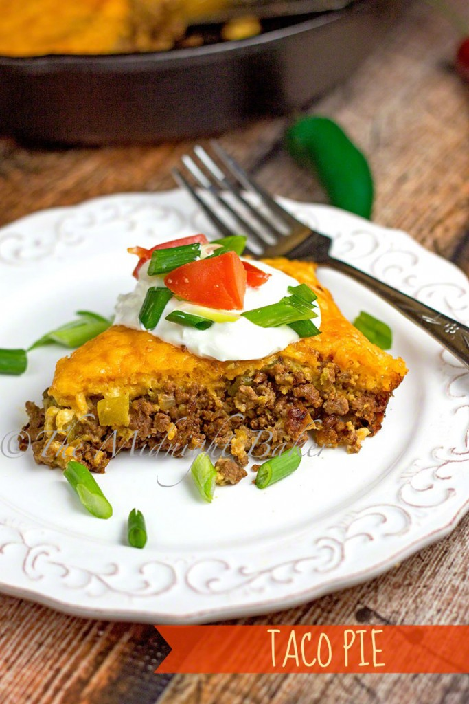 Deluxe Skillet Taco Pie | bakeatmidnite.com | #tacos #groundbeef #skilletdinners #mexican