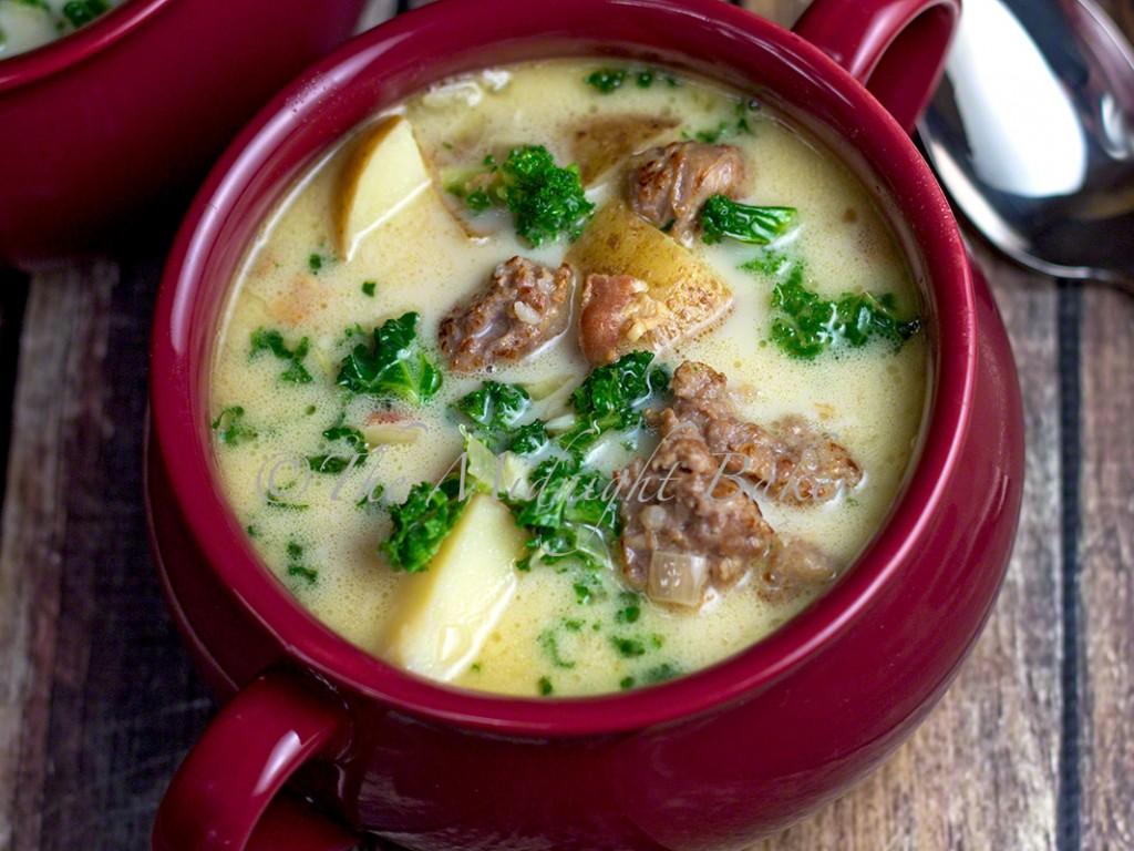 Bacon & Brats Soup | bakeatmidnite.com | #soup #sausage #zuppatuscana