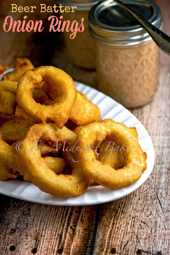 Beer Batter Onion Rings | bakeatmidnite.com | #sidedishes #onionrings