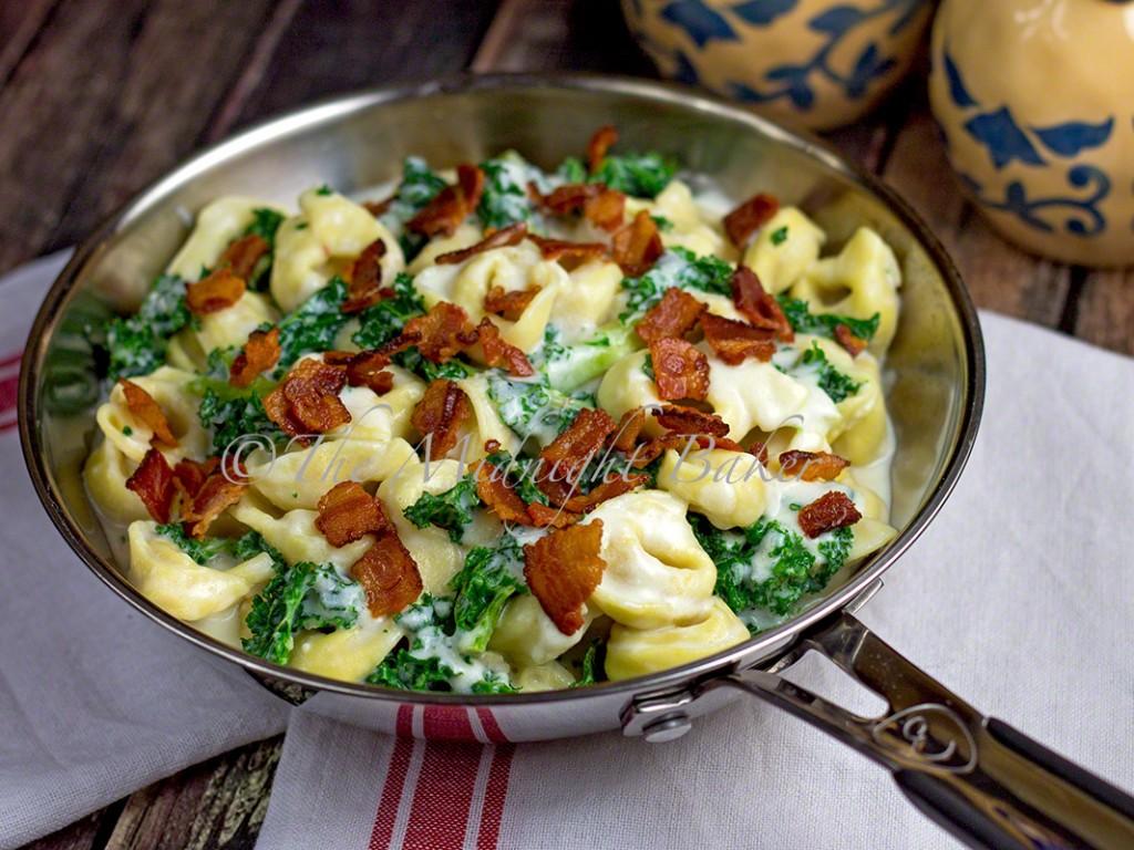 Kale & Tortellini Alfredo | bakeatmidnite.com | #tortellini #alfredo #kale #bacon