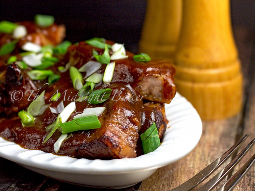 Slow Cooker Brown Sugar Country-Style Pork Ribs | bakeatmidnite.com | #slowcooker #crockpot #ribs