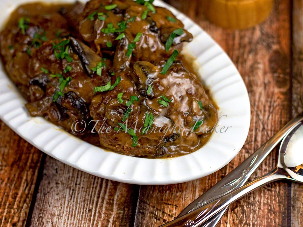 Slow Cooker Chopped Steak with Onion Mushroom Gravy | bakeatmidnite.com | #slowcooker #crockpot #salisburysteak #groundbeef