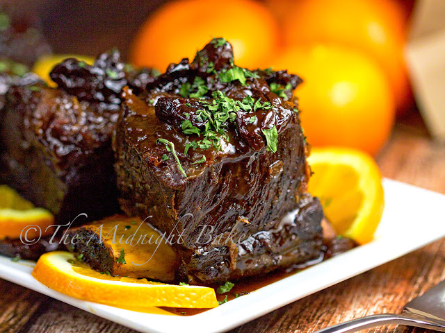 Slow Cooker Fruited Short Ribs | bakeatmidnite.com | #slowcooker #crockpot #shortribs #recipe