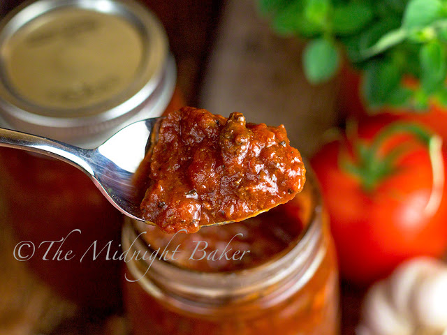 Slow Cooker Rustic Meat Spaghetti Sauce | bakeatmidnite.com | #slowcooker #crockpot #spaghetti #sauce