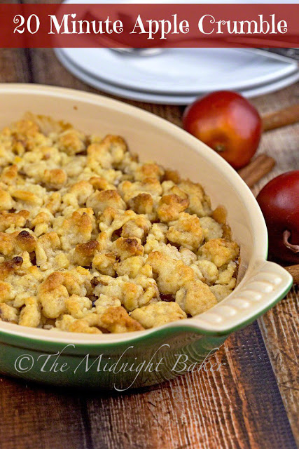 20-Minute Apple Crumble | bakeatmidnite.com | #desserts #apple #recipe